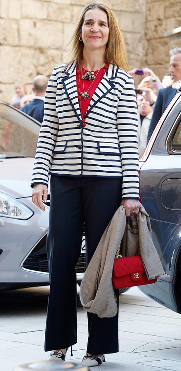 Espanjan prinsessan Elenan klassisen jakun juju oli raikkaassa, merihenkisessä raidoituksessa sekä muodikkaassa Chanel-tyylisessä leikkauksessa.