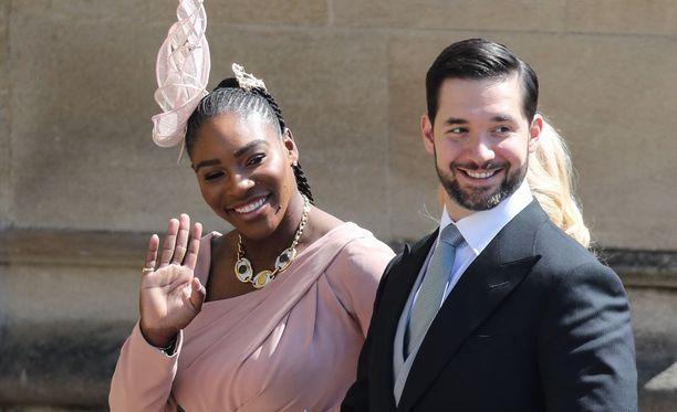 Serena Williams edusti Harryn ja Meghanin häissä puolisonsa, Reddit-miljonääri Alexis Ohanianin, kanssa.