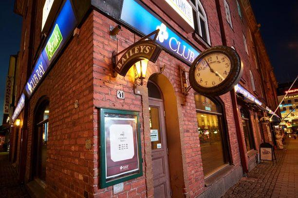 ULOS Autokolarissa aivovamman saanut Esko Laukkanen heitettiin ulos tästä jyväskyläläisestä ravintolasta lauantai-iltana.