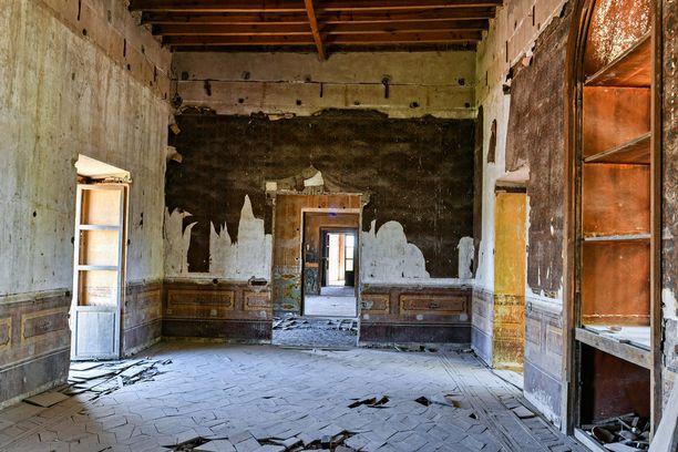 Monet hylättyjen rakennusten huoneista ovat varsin huonossa kunnossa.