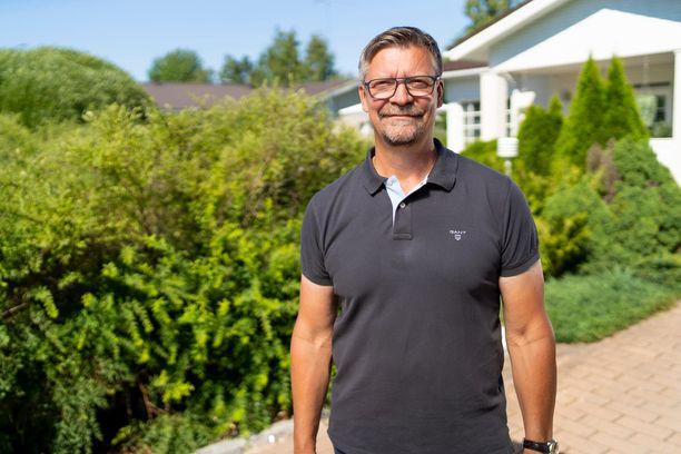 Jukka Jalonen vitsailee ohjelmassa tietävänsä kaikki ruotsalaisten kiekkoilijoiden jäynät sen vuoksi, että hänessä virtaa ruotsalaista verta.