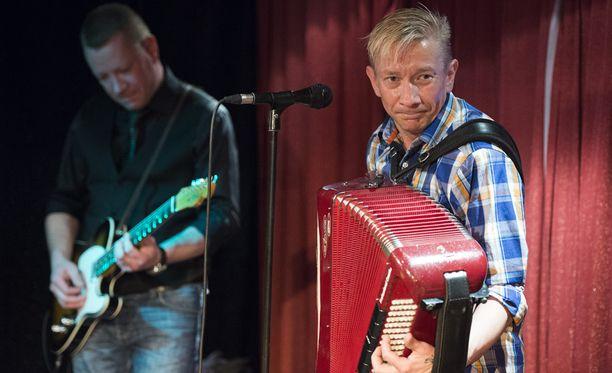 Simo Silmu (oik.) ja Matti Silmu ovat Yölinnun perustajajäsenet.