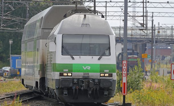 Veturinkuljettajat protestoivat työnseisauksellaan hallituksen suunnitelmia pilkkoa VR ja avata rautateiden henkilöliikenne kilpailulle vaiheittain.