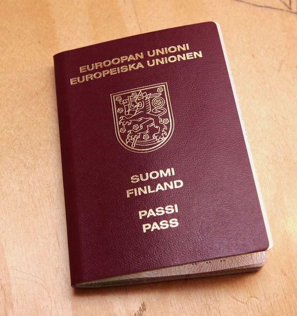 Lapset eivät enää maanantain jälkeen voi matkustaa samalla passilla vanhemman kanssa.