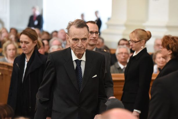Muistopuheessa arvioitiin, että Mauno Koiviston tavoitteet vahvasta suomalaisesta parlamentarismista lopulta monelta osin toteutuivat vuoden 2000 perustuslaissa. Myöhemmin Koivisto oli tosin sitä mieltä, että tasavallan presidentiltä on karsittu valtaa liikaakin. Kuva huhtikuulta 2015.