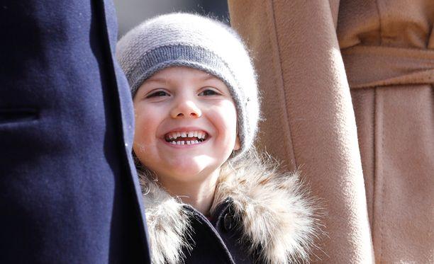 Ruotsin pikkuprinsessa Estelle tulee oppimaan myös julkisten liikennevälineiden käytön.