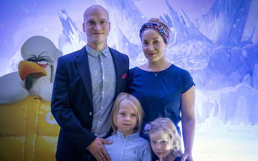 Avioero! Riku Niemisen ja Trivago-naisena tunnetun Annika Poijärven avioliitto kesti 10 vuotta