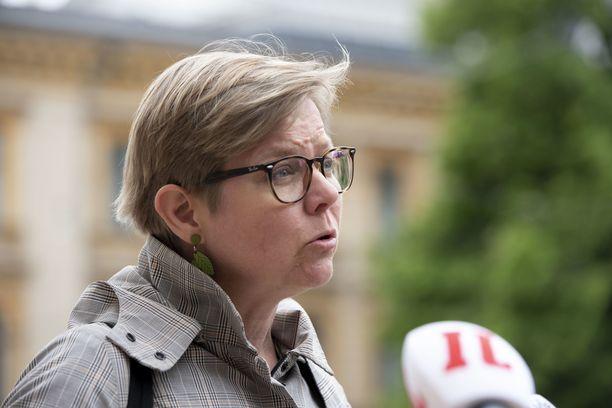 Ympäristöministeri Mikkonen vaatii turpeen verotuksen nostamista.