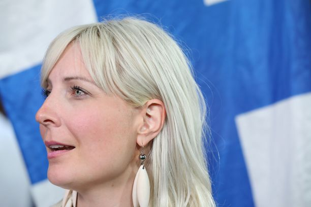 Euroopan parlamentin jäsen Laura Huhtasaari herättää jälleen keskustelua lausunnoillaan.