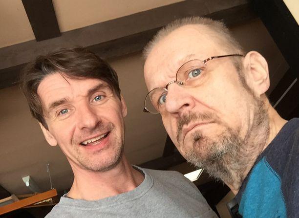 Kuva on viime vuodelta ajalta, jolloin Jope Ruonansuun syöpä oli saatu hoidettua ja tilanne toiveikas. Ystävät tapasivat viime vuosina usein.