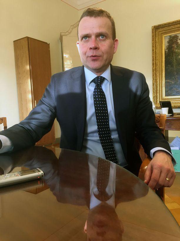 """Valtiovarainministeri Petteri Orpo sanoo suoraan, että """"EU:n ja euroalueen ongelmat eivät ratkea uusilla instituutioilla""""."""