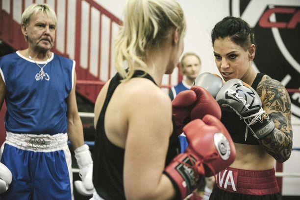 Wahlström pistää muut supertähdet kokeilemaan nyrkkeilyä.