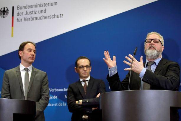 Facebookin Euroopan-johtaja Richard Allen (vas.), Saksan oikeusministeri Heiko Maas ja Saksan Googlen lakiosaston johtaja Arnd Haller kertoivat tänään yhteisestä netin vihapuheen vastaisesta taistelustaan Berliinissä.