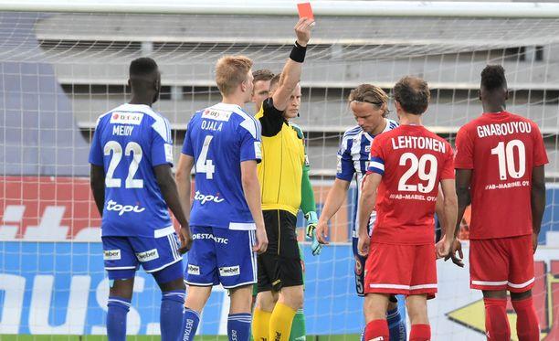 HJK:n Tapio Heikkilä joutui ulosajetuksi.