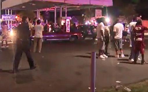 Kaksi kuollut ammuskelussa, viisi ihmistä joutunut yliajetuksi Pohjois-Carolinassa