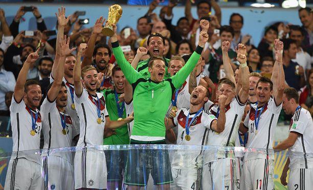 Saksa juhli maailmanmestaruutta 24 vuoden tauon jälkeen.