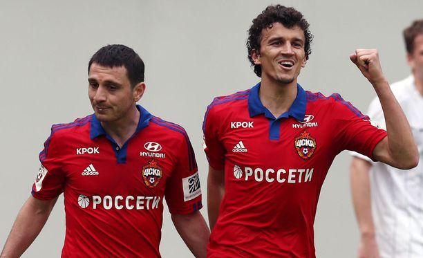 Alan Dzagoev ja Roman Eremenko juhlivat 7-1-voittoa Saranskia vastaan.