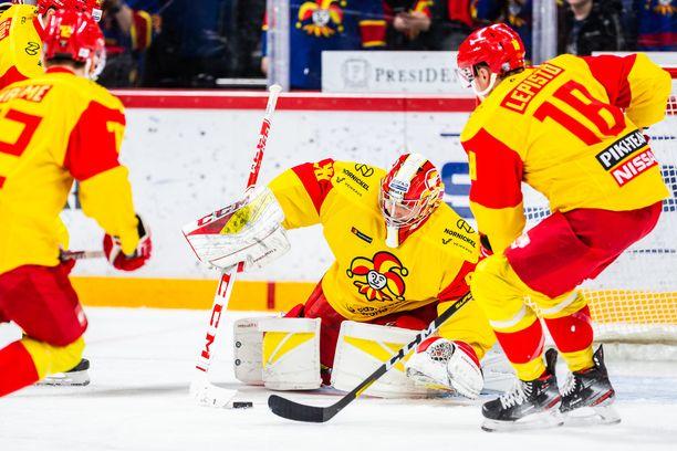 Janis Kalnins antautui viidesti Lokomotivia vastaan.
