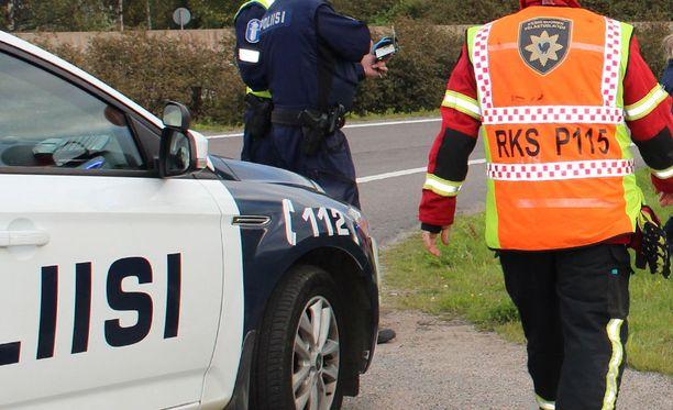 Hätäkeskuspäivystäjä lähetti paikalle sekä ambulanssin että poliisipartion. Kuvituskuva.