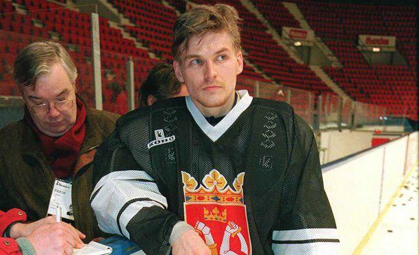 Ari Sulander torjui vuoden 1995 MM-kisoissa yhden ottelun, mutta finaalipelin mies seurasi katsomosta.