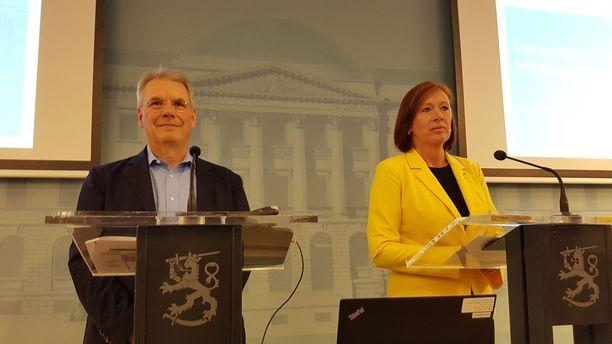 Hallituksen puheenjohtaja Olli-Pekka Kallasvuo ja ministeri Sirpa Paatero kertoivat Veikkauksen toimenpiteistä syyskuussa.