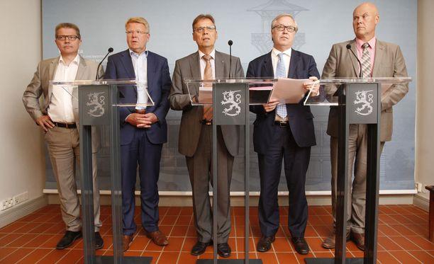 Markku Jalonen, Jyri Häkämies, Lauri Lyly, Sture Fjäder ja Antti Palola yrittivät saada sopua yhteiskuntasopimuksesta jo elokuussa.