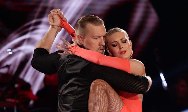 Niklas Hagman ja Kia Lehmuskoski joutuivat jättämään Tanssii tähtien kanssa -kisan kesken.