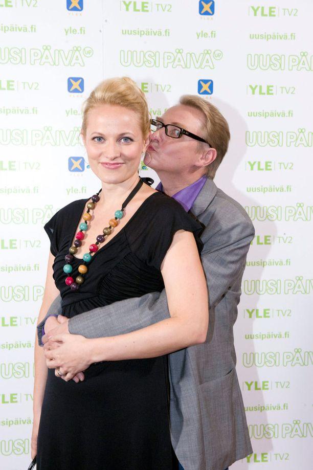 Kuvassa Majanlahti Uusi päivä -ohjelman kollegansa Anu Raipian kanssa vuonna 2010.