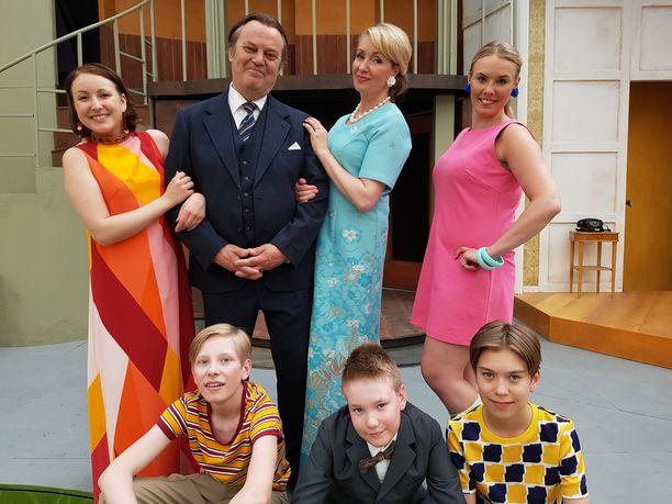 Raikkaan perhe tekee paluun Tampereella. Televisiossa sarjaa esitettiin 1993-1996.