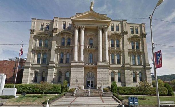 Ampuja oli väijymässä tuomaria oikeustalon ulkopuolella.