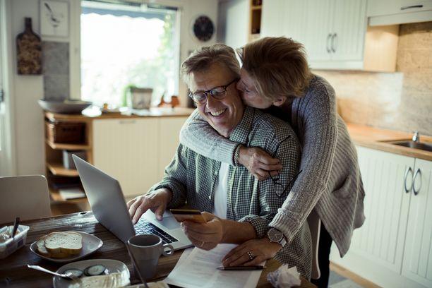 Keski-ikäisten miesten velkaantuminen ei ole häpeällistä, ja tuore Pää pinnalla -podcast haluaakin rohkaista suomalaisia puhumaan myös vaikeista raha-asioista aiempaa enemmän.
