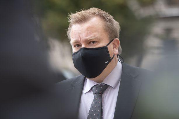 Puolustusministeri Antti Kaikkosen mielestä nyt tulisi tarkastella Suomen lainsäädännön riittävyyttä  vaativissa kyberuhkatilanteissa.