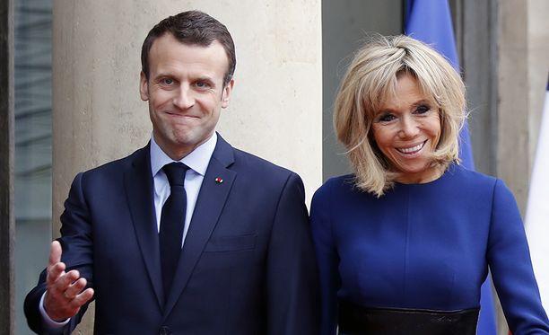 Rouva Brigitte Macron on valinnut uuden astiaston mallin.