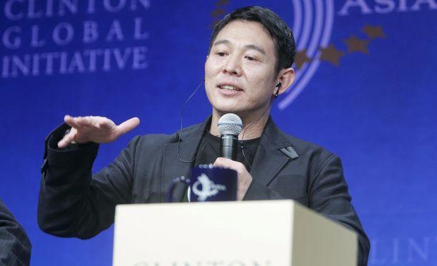 Jet Li tunnetaan taistelulajien taitajana. Elokuva-alalle hän siirtyi urheilu-uran jälkeen 1980-luvulla.
