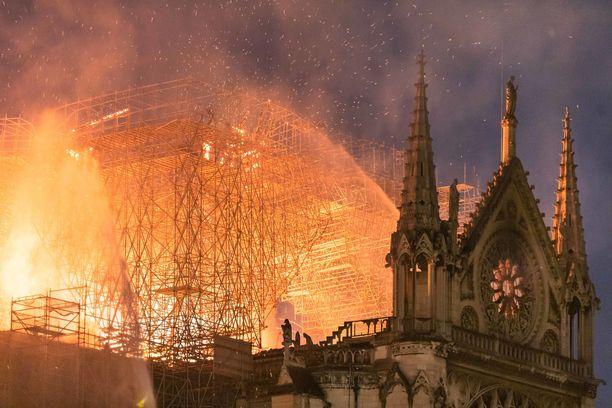 Notre Dame rakennettiin 850 vuotta sitten ja sillä on ollut tärkeä rooli Ranskan historiassa.