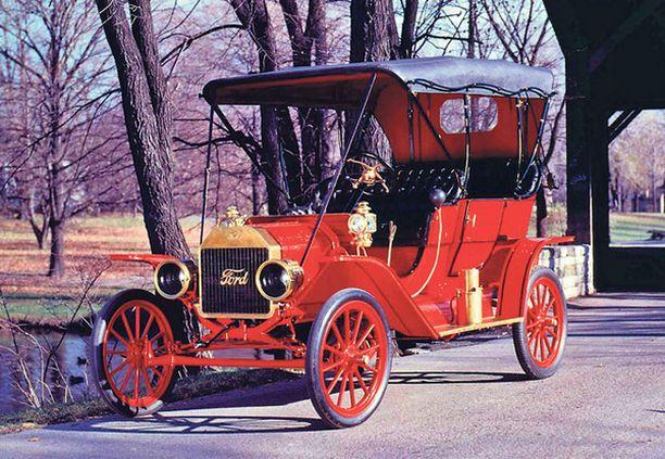 ISOISÄ T-Ford vei amerikkalaiset kumipyörille ja sille tielle he jäivät.
