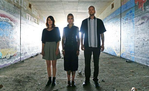 Noora Puhakka, Emppu Suhonen ja Masi Hukari muodostavat Alavala-trion.