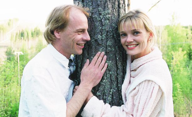 Metsolan Erkki nai Kaukovaaran Helenan supersuositussa Metsolat-sarjassa.