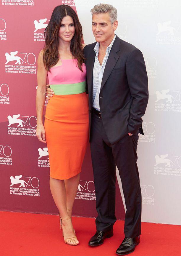Sandra Bullock ja George Clooney näyttelevät uudessa Gravity-scifileffassa.