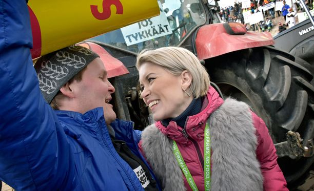 Susanna Kosken mukaan taloudellista toimeliaisuutta kannattaa harjoittaa, vaikka se ei tarkoittaisikaan työpaikkaa perinteisessä merkityksessä. Kuva maanviljelijöiden mielenilmauksesta maaliskuulta.