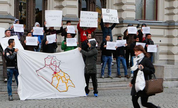 Irakilaiset turvapaikanhakijat vetosivat lokakuussa Tampereella suomalaisiin jotta heille myönnettäisiin oleskelulupa Suomessa.
