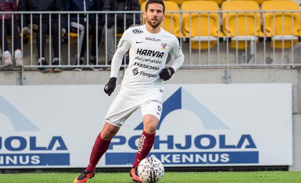 Tomi Petrescu teki yhden JJK:n osumista.