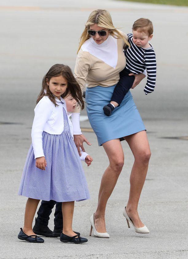Ivanka Trump saapui viime viikolla Floridaan Air Force Onella yhdessä lastensa Arabella Rosen, Theodore Jamesin ja Joseph Frederickin kanssa.