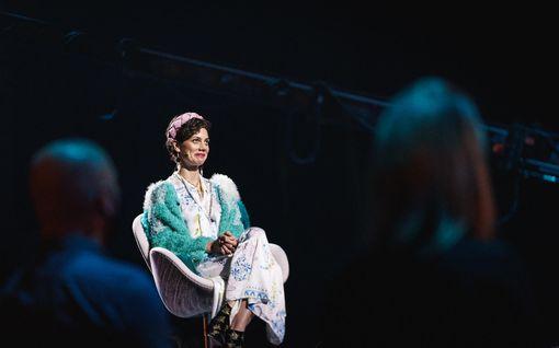 """Tuure Kilpeläinen huijasi Manuela-vaimonsa Laulu rakkaudelle -studioon – hetki päättyi herkkään anteeksipyyntöön: """"Mäkin rakastan sua"""""""