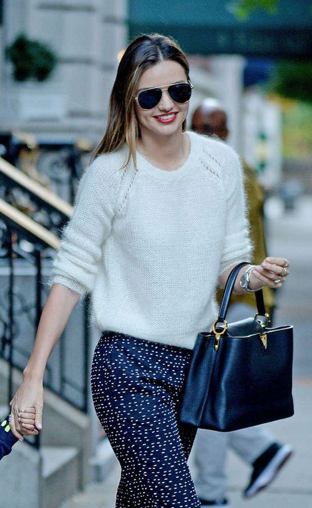 """Miranda Kerrin Louis Vuitton maksaa """"vain"""" noin 4 400 euroa."""