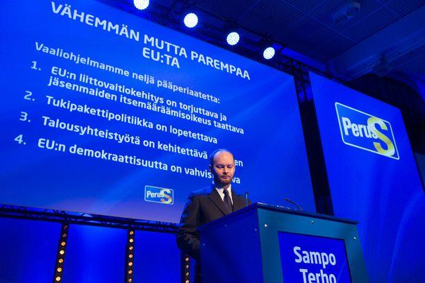 """Perussuomalaisten europarlamentaarikko Sampo Terho esitteli puolueen eurovaaliohjelman, jonka kantava ajatus on """"vähemmän mutta parempaa EU:ta""""."""