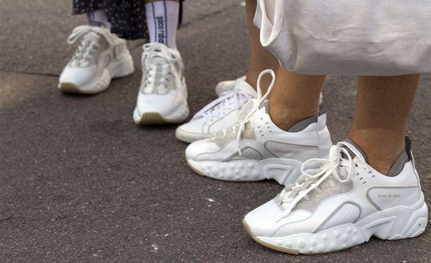 Myös ruotsalainen Acne Studios on lähtenyt mukaan lenkkaribisnekseen varsin menestyksekkäästi. Manhattan Suede Sneakers -parin saa omakseen noin 400 eurolla.