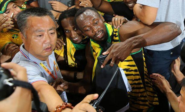 Usain Boltilla on aikaa faneilleen.