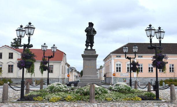 Raahen keskustassa seisoo perustaja Pietari Brahen patsas.