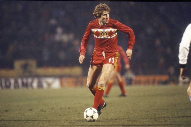 Ruudut ihastuttivat Belgian pelipaidoissa 1980-luvulla. Ruutukuvio, melkoisen maltillisena tosin, tekee nyt paluun Eden Hazardin ja muiden belgialaistähtien rintamuksissa.